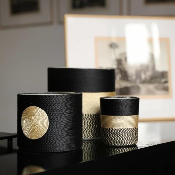 Collection Sabra 🖤 Petite question ? Vous savez ce qu'est la Sabra ?? Dites nous 😉 Parfum dattes  Photo @studio_klak @riad.spa.azzouz_marrakech