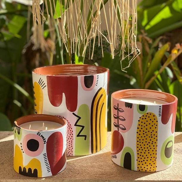 Breaking News !!! 😁 @cotebougiemarrakech × @elmokri.studio  🤩🤩🤩 Pour cette collection capsule, l'artiste Anbar El Mokri revisite son pattern signature 'Minty Fresh' pour épouser la forme de la Bougie. Elle crée ainsi un imaginaire poétique inspiré des arts décoratifs marocains avec une touchemoderne et éclectique. Chacune des bougies est peinte à la main, numérotée et signée. Les senteurs sont personnalisables selon vos goûts ou ceux de vos proches. En Pre commande sur notre eshop ou notre showroom
