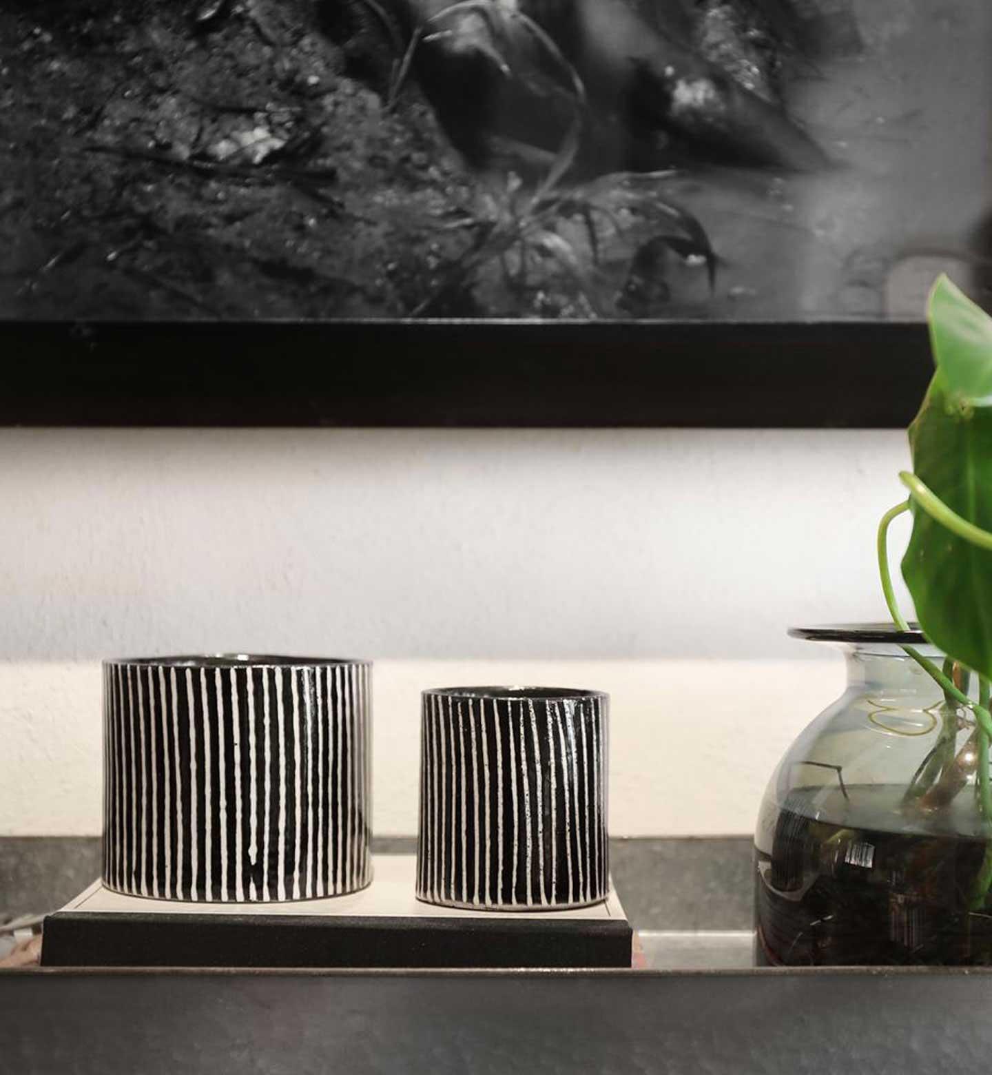 Deux bougies de la collection zebres avec rayures noires et blanches